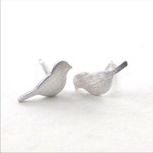 NWT Silvertoned bird stud earrings
